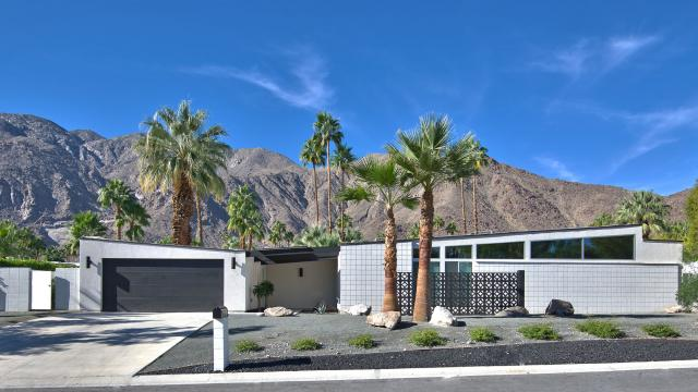 Oranj palm vacation homes palm springs vacation rentals for Buy house palm springs
